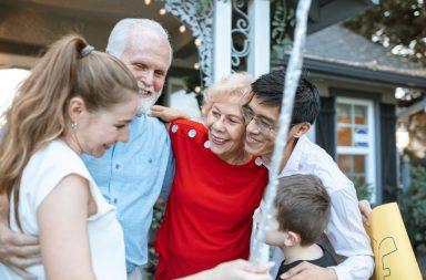 patrocinar a padres y abuelos